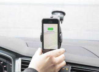Bezprzewodowe ładowanie smartfonów. Uchwyty na smartfon z ładowarką indukcyjną