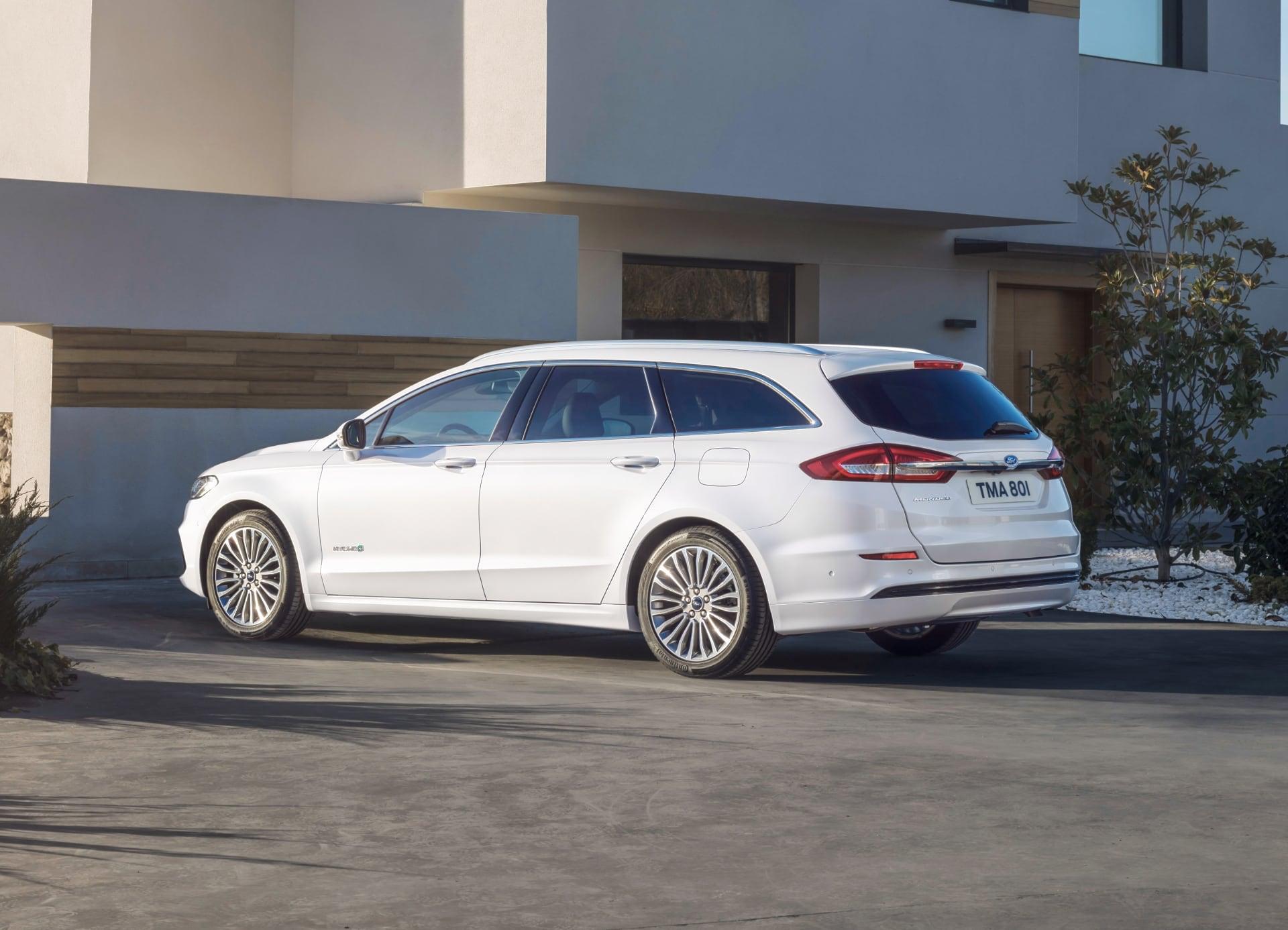 Ford Mondeo Hybrid – tył