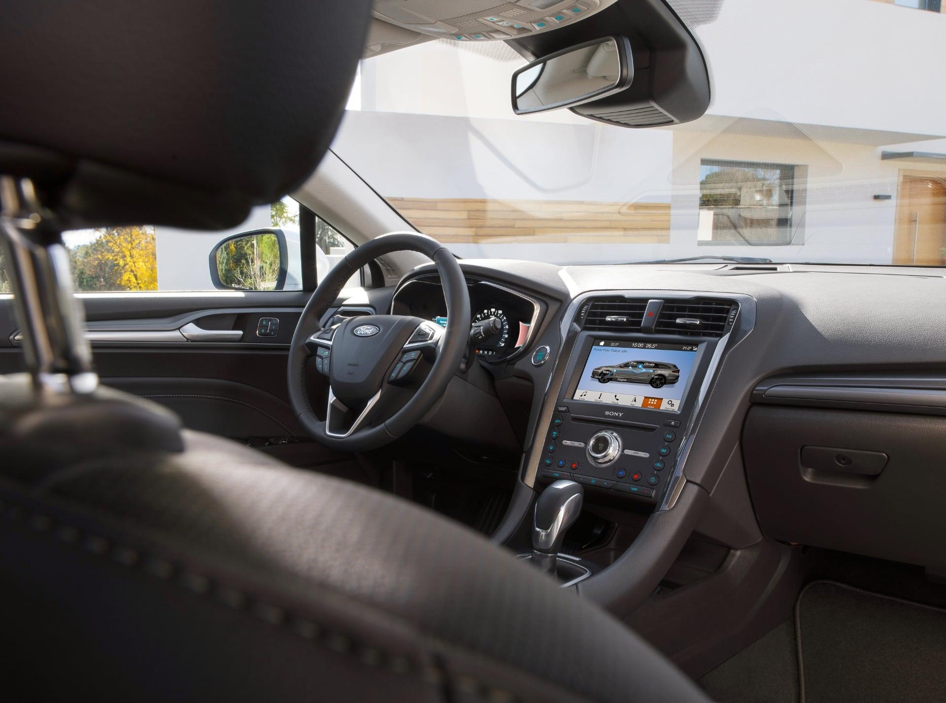 Ford Mondeo Hybrid – wnętrze