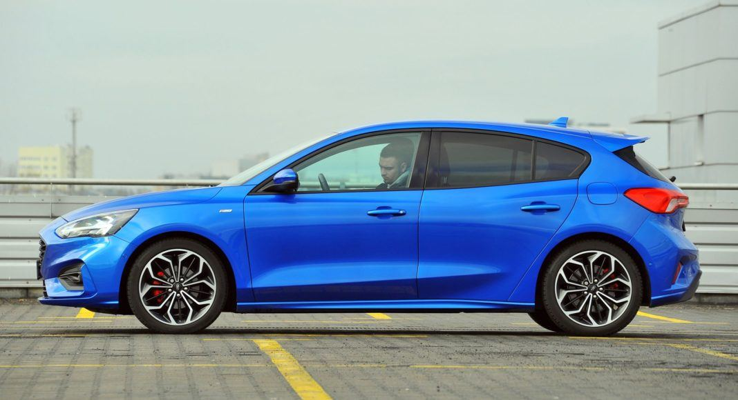 Ford Focus 1.5 EcoBoost ST-Line - bok