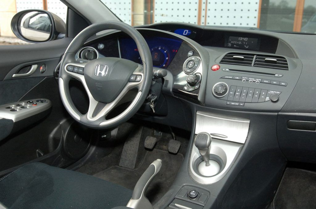 Honda Civic VIII UFO 17