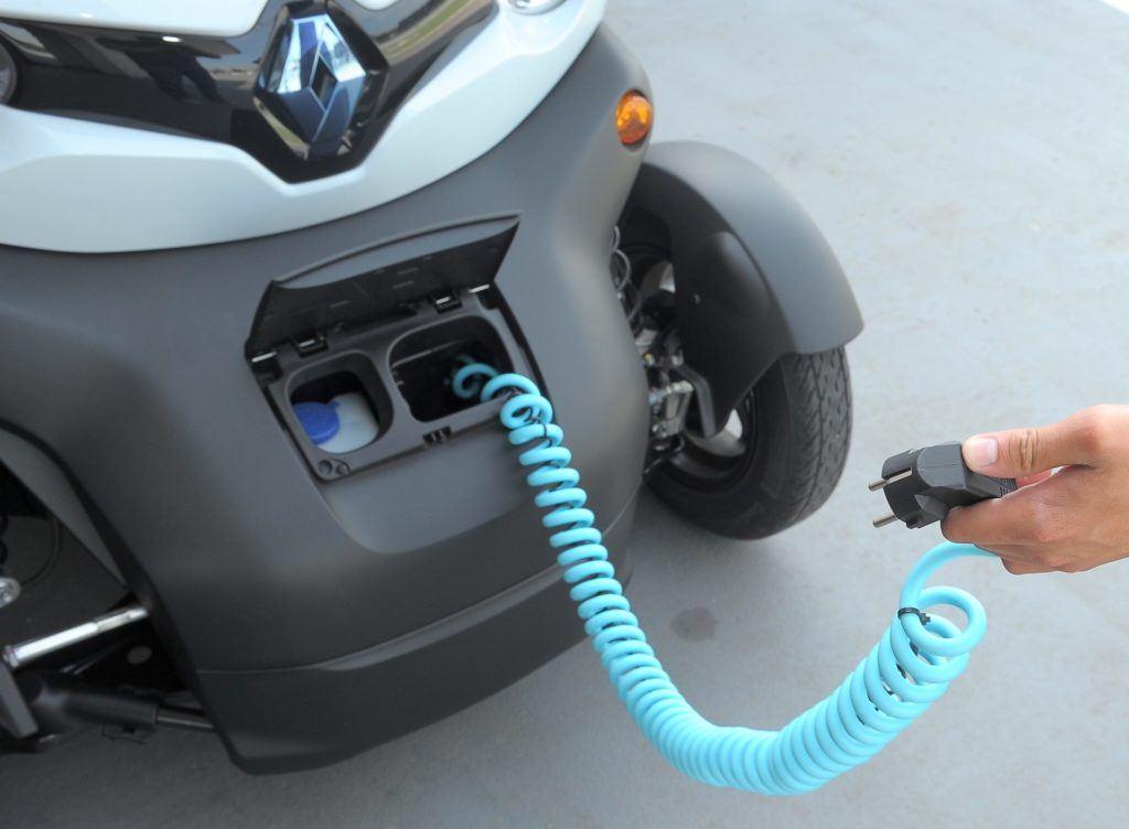 Ladowanie auta elektrycznego 230V