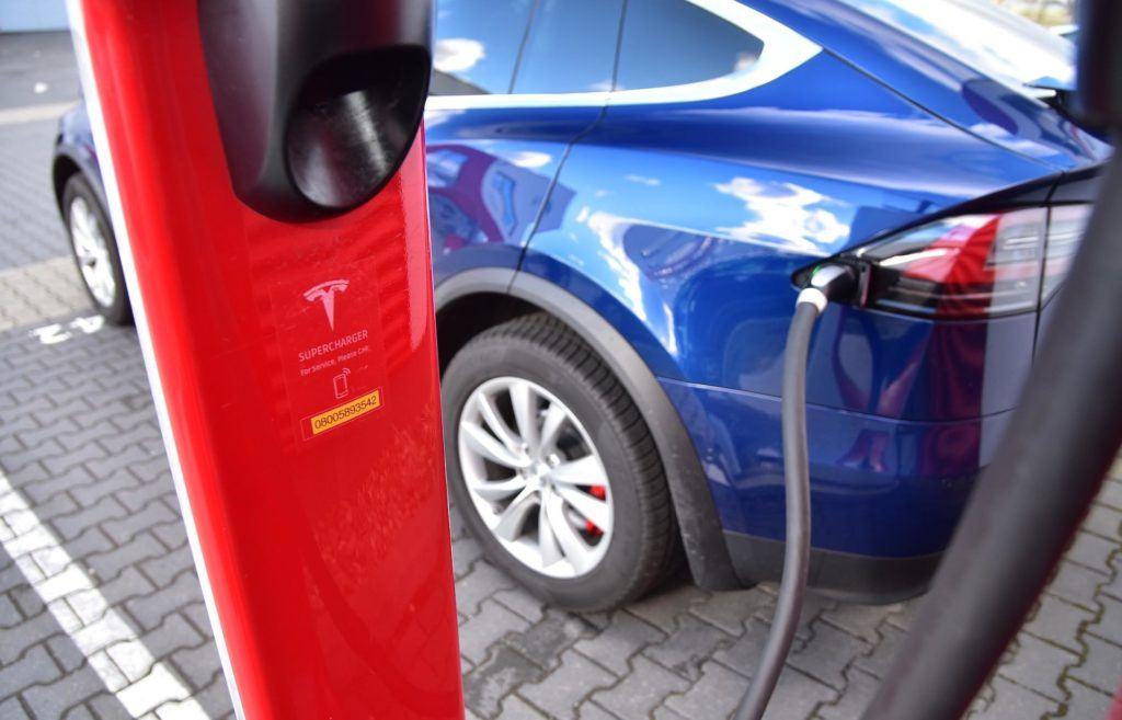 Ładowanie samochodów elektrycznych - Tesla Supercharger
