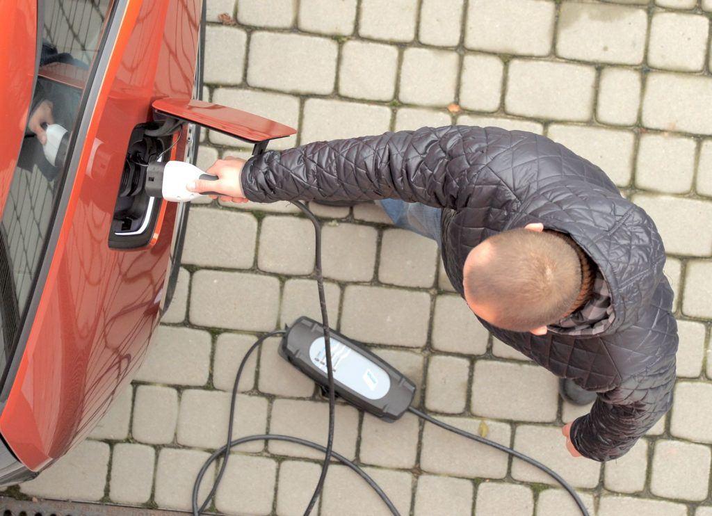 Ladowarka-auta-elektrycznego-230-V