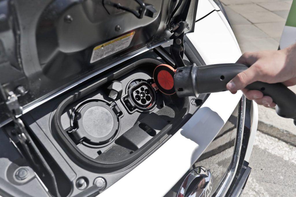 Ładowanie elektrycznego Nissana Leaf