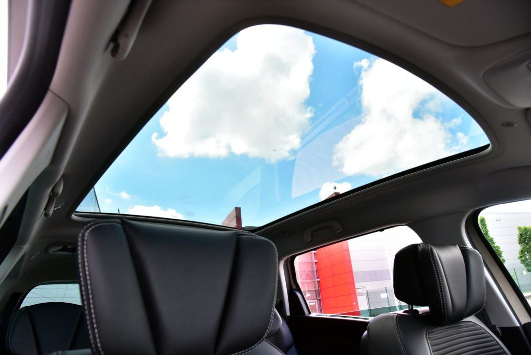 Renault Grand Scenic - okno dachowe