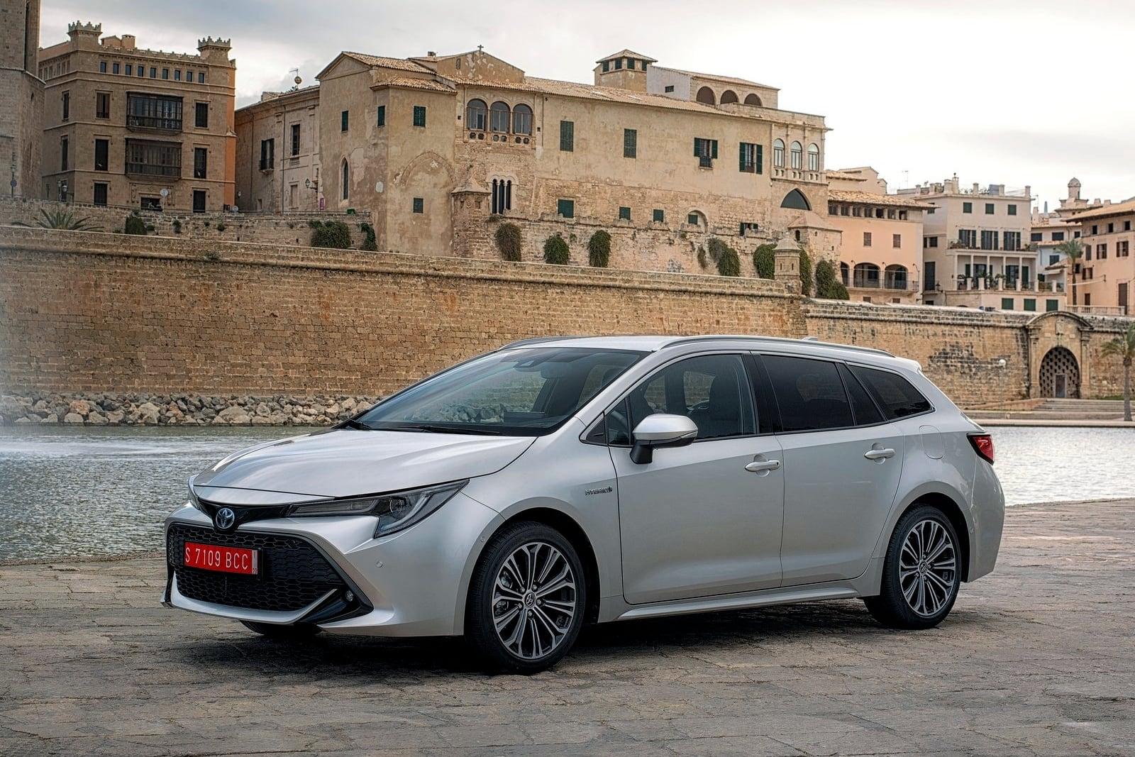 Toyota Corolla Touring Sports – przód
