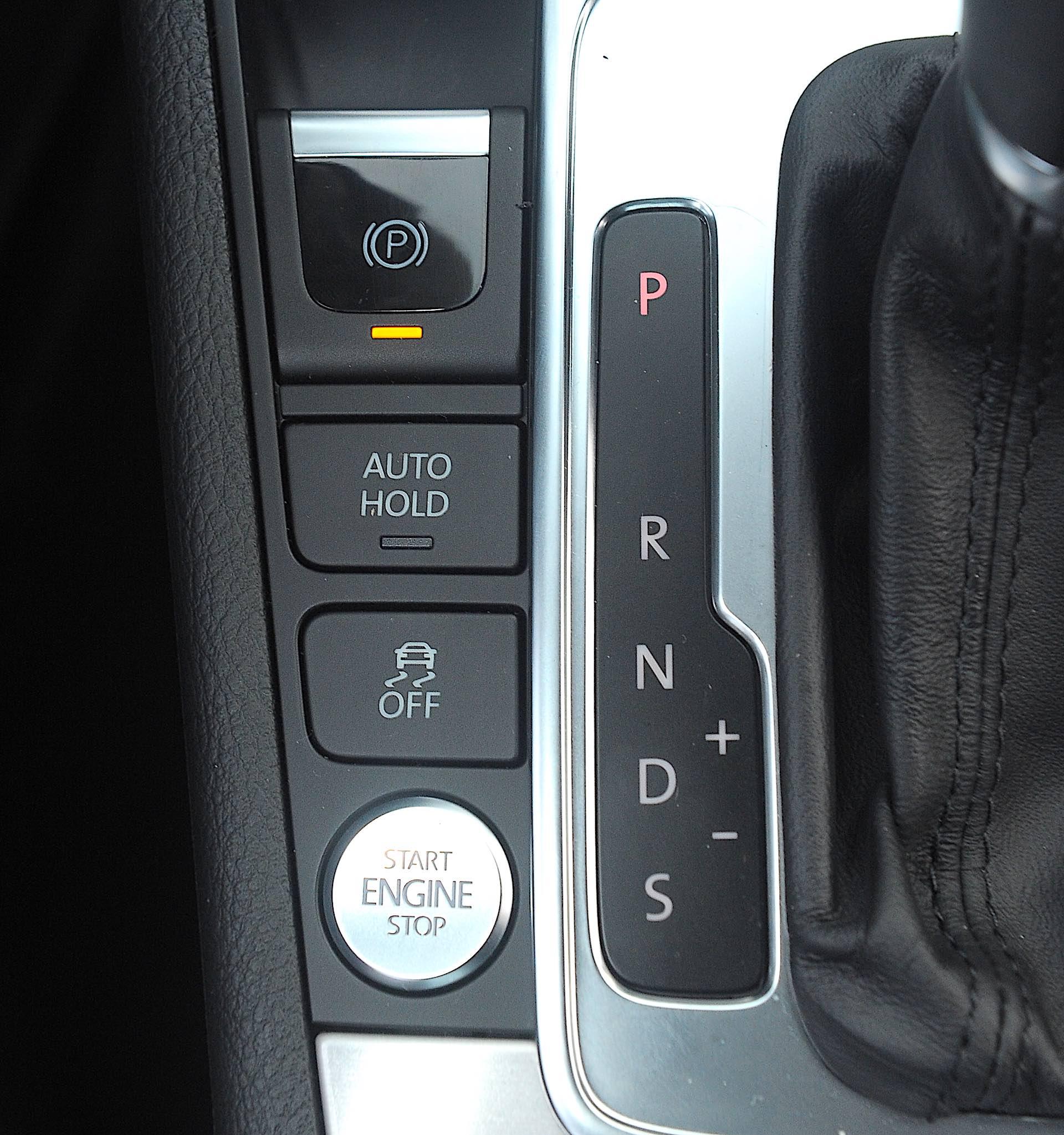 Volkswagen Passat B7 - auto hold
