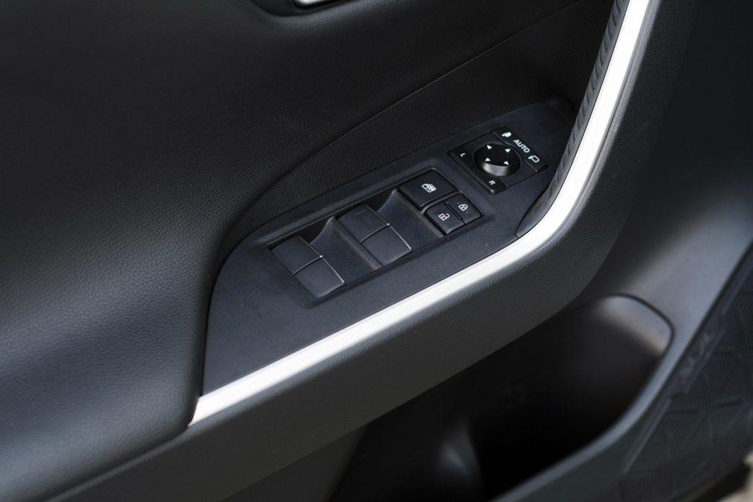 TOYOTA RAV4 V Hybrid Selection Pure 2.5 Dynamic Force 218KM AT e‑CVT FWD WE838VF 03-2019