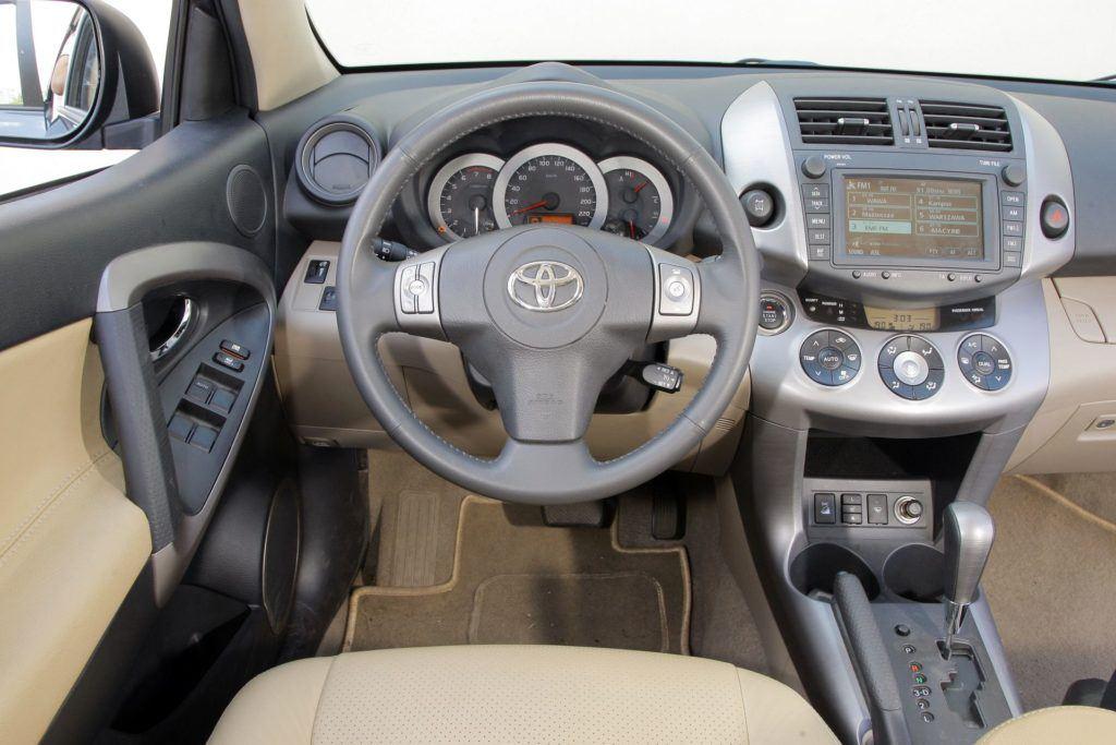 Toyota RAV4 III 36