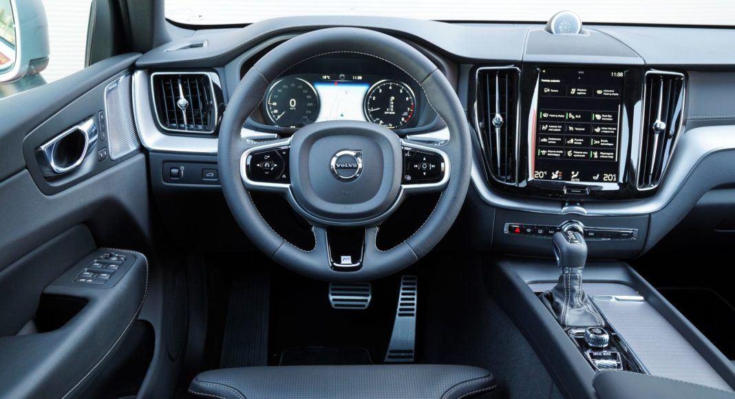VOLVO XC60 II T6 R-Design 2.0T+K 320KM 8AT Geartronic AWD WN6665K 04-2019