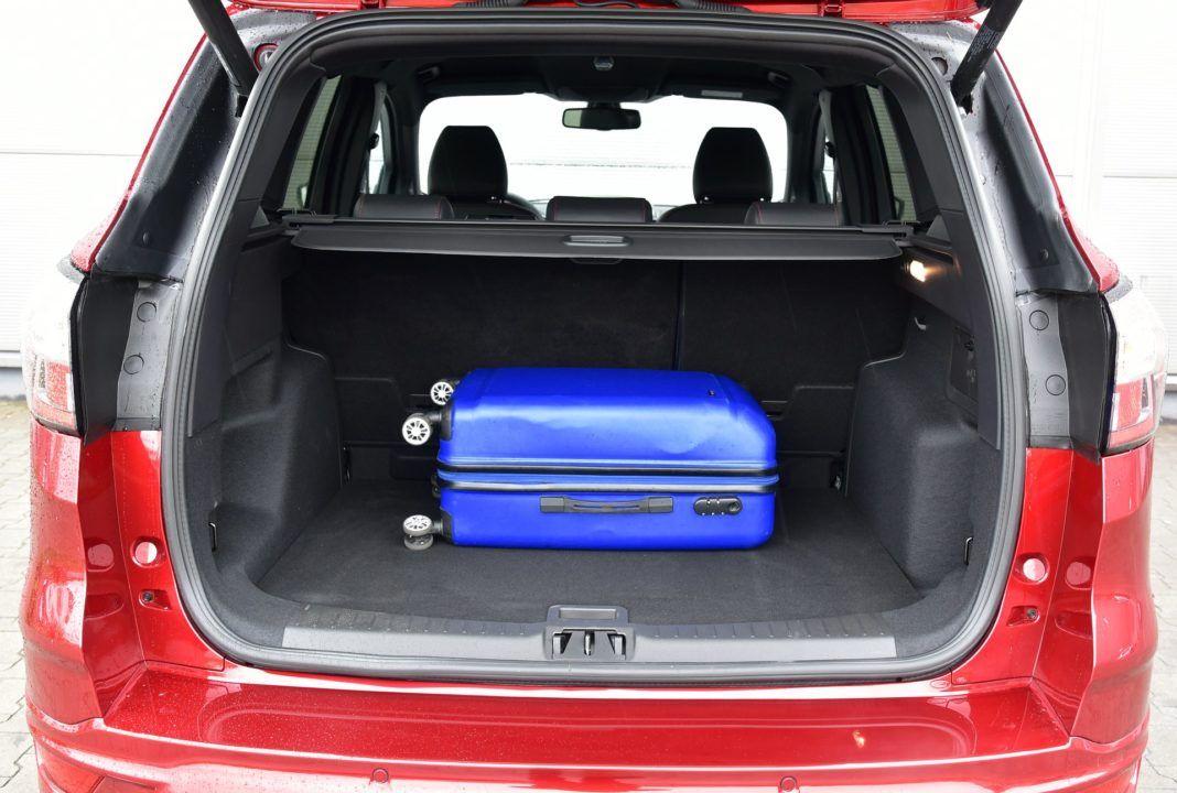 ford kuga bagażnik 01