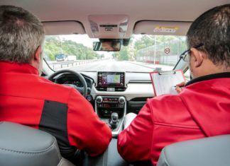 Samochodowym ogranicznikom prędkości nie można ufać! W jakim stopniu oszukują kierowcę?