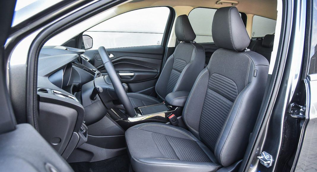 Ford Kuga 2.0 TDCi 180 4x4 Titanium - fotele