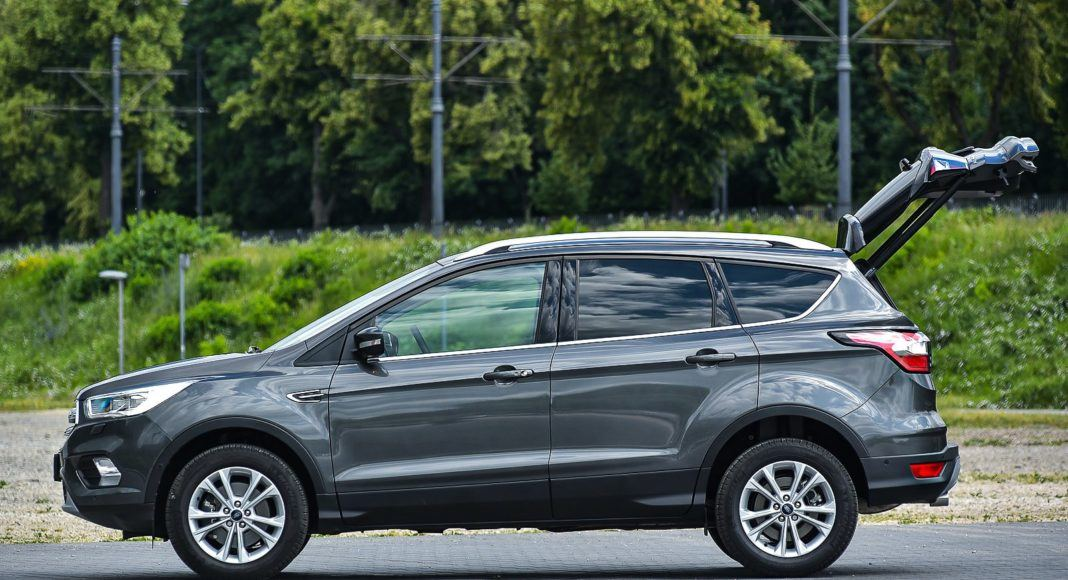 Ford Kuga 2.0 TDCi 180 4x4 Titanium - otwarty bagażnik