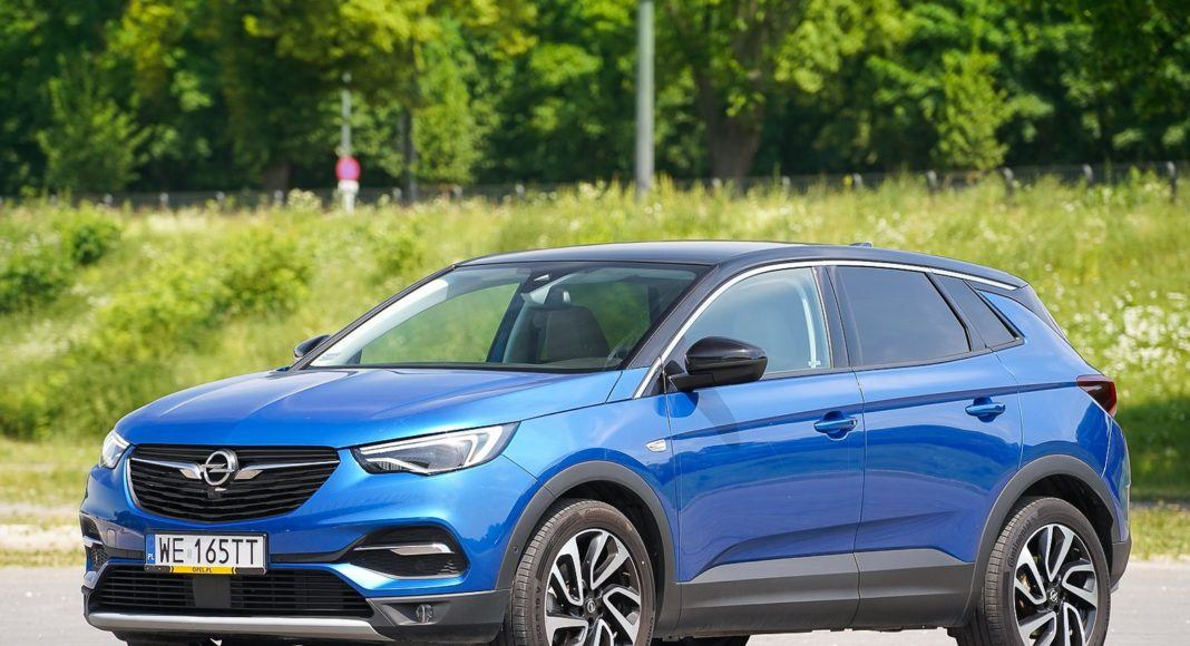 Opel Grandland X – bok z przodu
