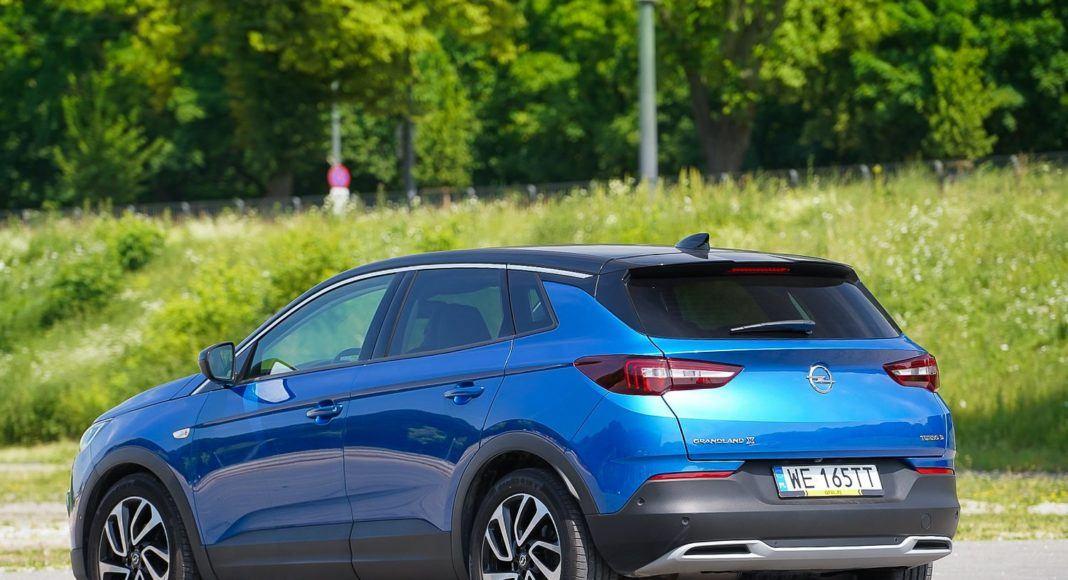 Opel Grandland X – bok z tyłu