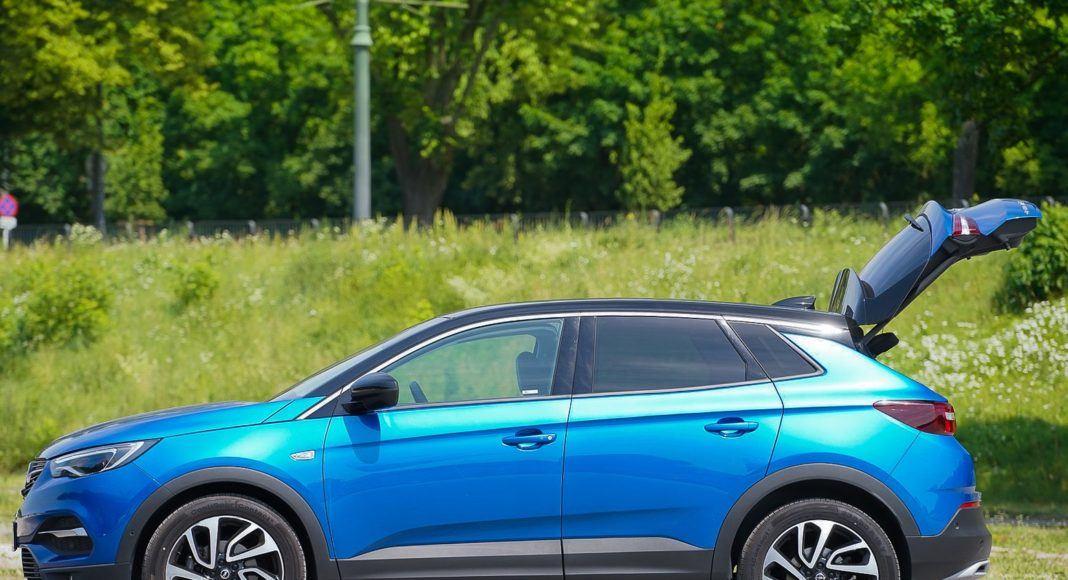 Opel Grandland X – otwarty bagażnik