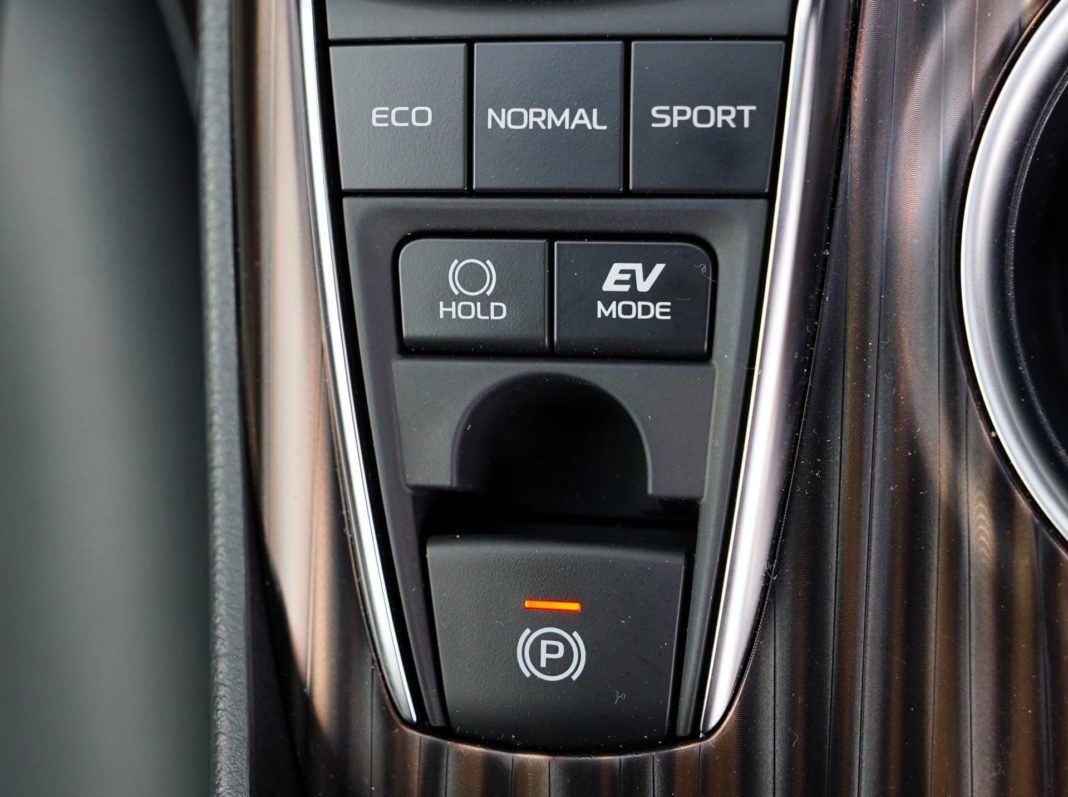 TOYOTA Camry VIII Hybrid Executive 2.5 Dynamic Force 218KM AT e-CVT FWD WE040VX 05-2019