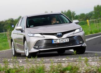 Toyota Camry Hybrid Executive - TEST
