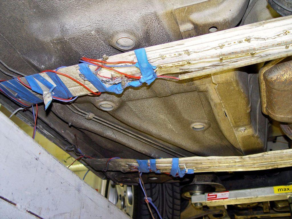 Diodowa listwa pod spodem auta