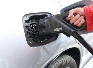 7 porad przed zakupem samochodu elektrycznego, plusy i minusy auta elektrycznego