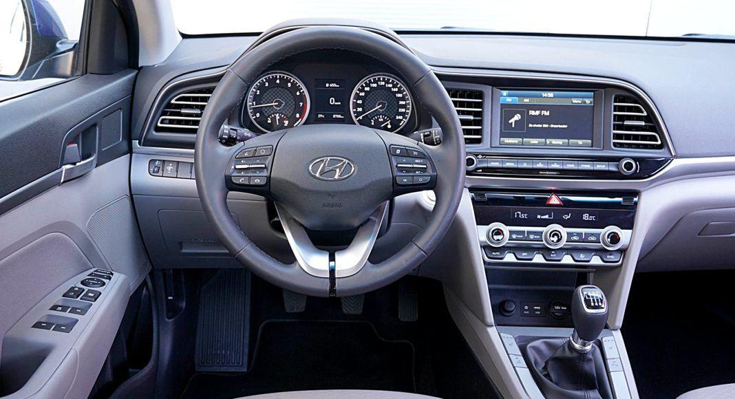 Hyundai Elantra – deska rozdzielcza
