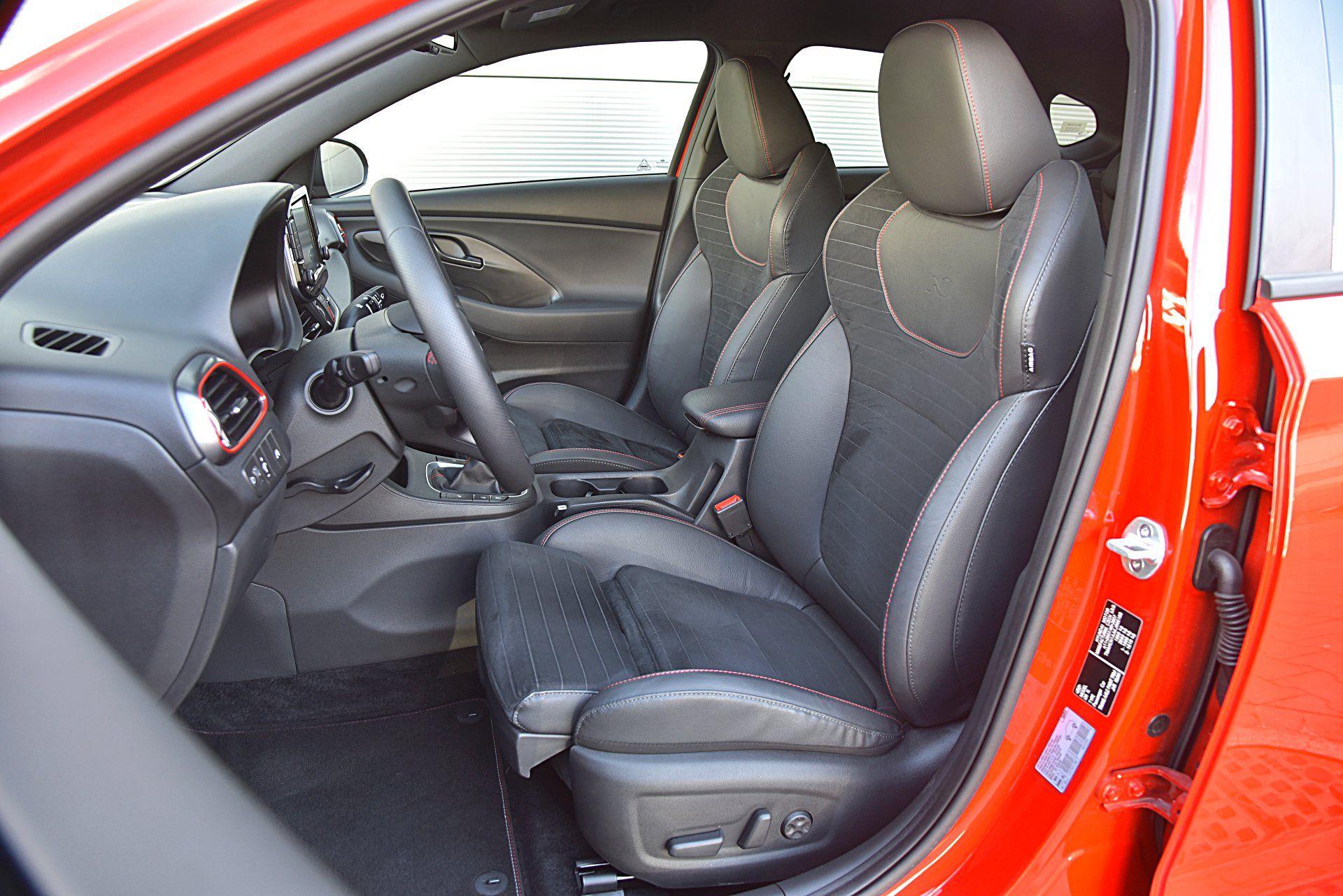 HYUNDAI i30 III Fastback N Perfomance fotele