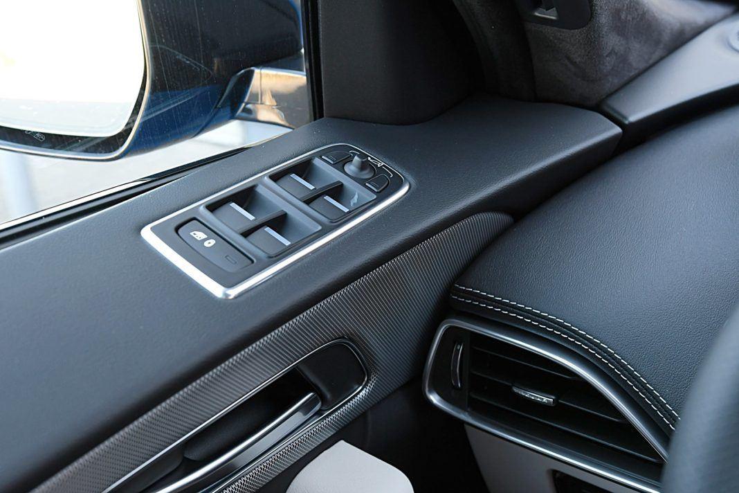 Jaguar F-Pace SVR – panel