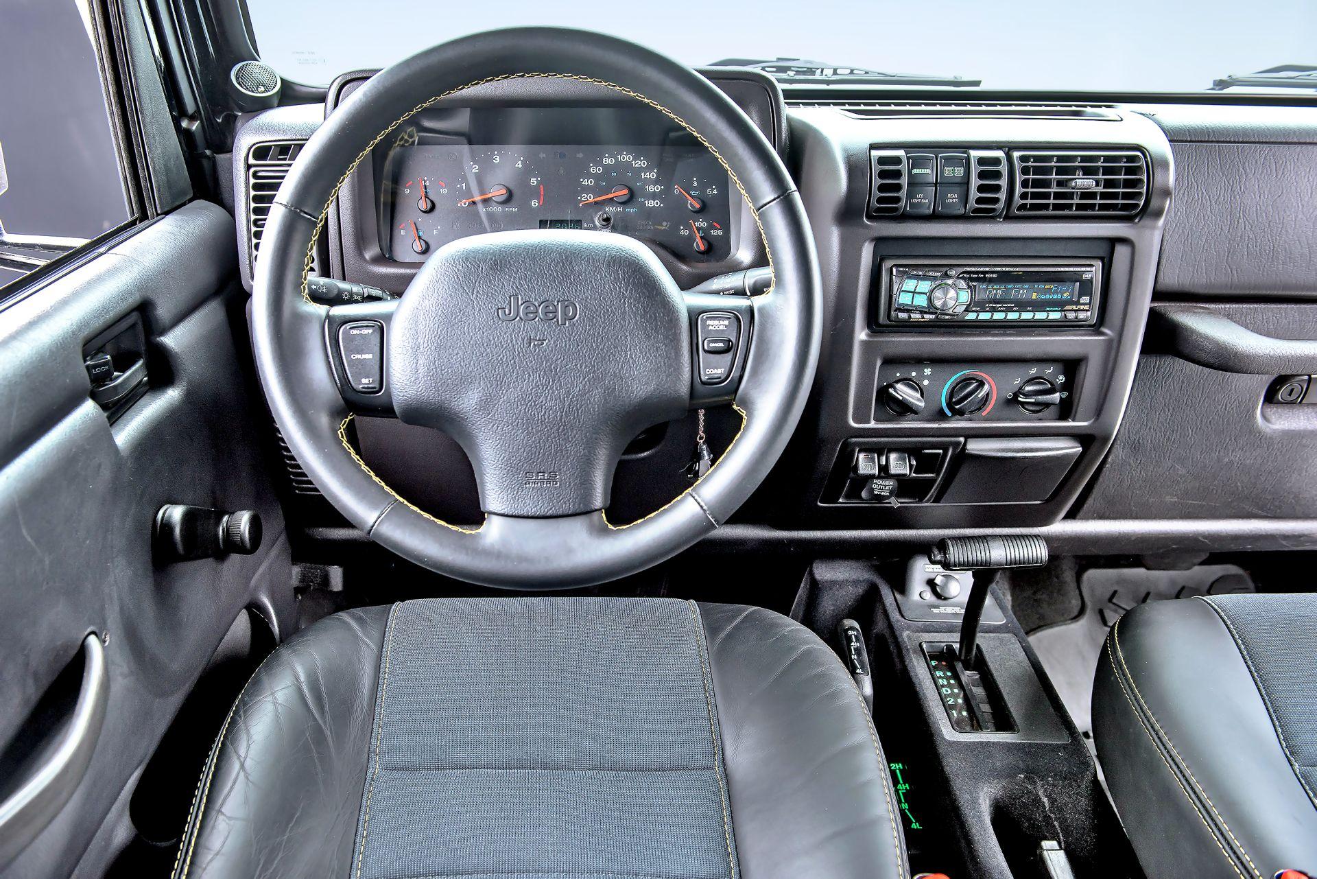 jeep wrangler tj deska rozdzielcza kokpit 09