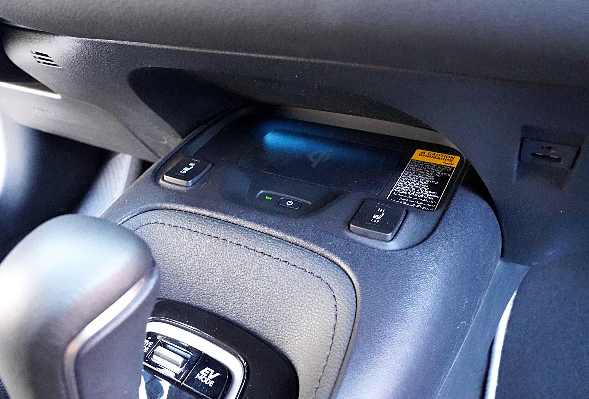 TOYOTA Corolla E21 Sedan Hybrid ładowarka indukcyjna
