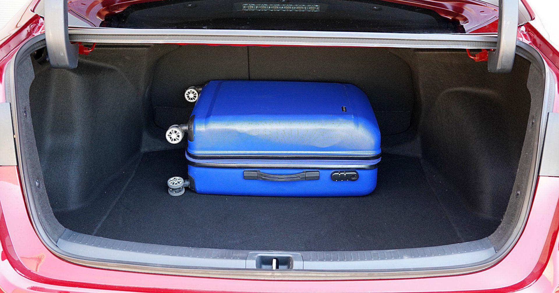 TOYOTA Corolla E21 Sedan Hybrid bagażnik