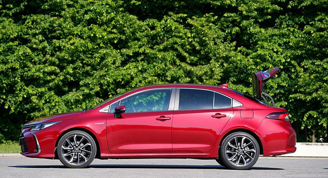 Toyota Corolla Hybrid – bok