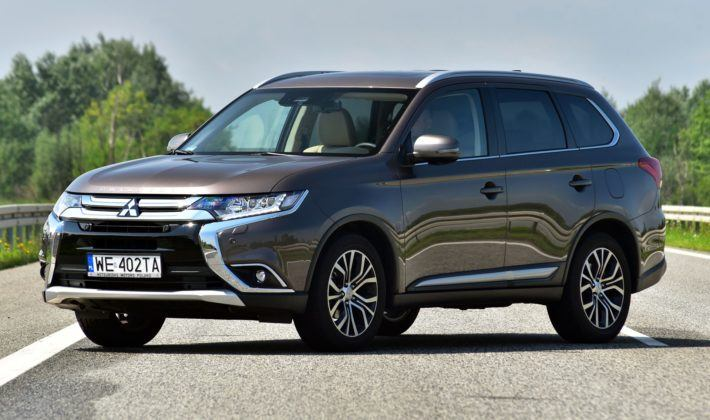 MITSUBISHI Outlander III FL Instyle 2.0 MIVEC 150KM 6AT CVT 4WD WE402TA 07-2018