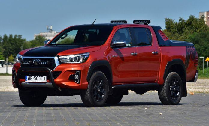 TOYOTA Hilux VIII Double Cab Selection 50th Anniversary 2.4D-4D 150KM 6AT 4x4 WE505TY 08-2018
