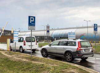 Najdroższe parkingi w Polsce! Zobacz ile zapłacisz na lotniskach