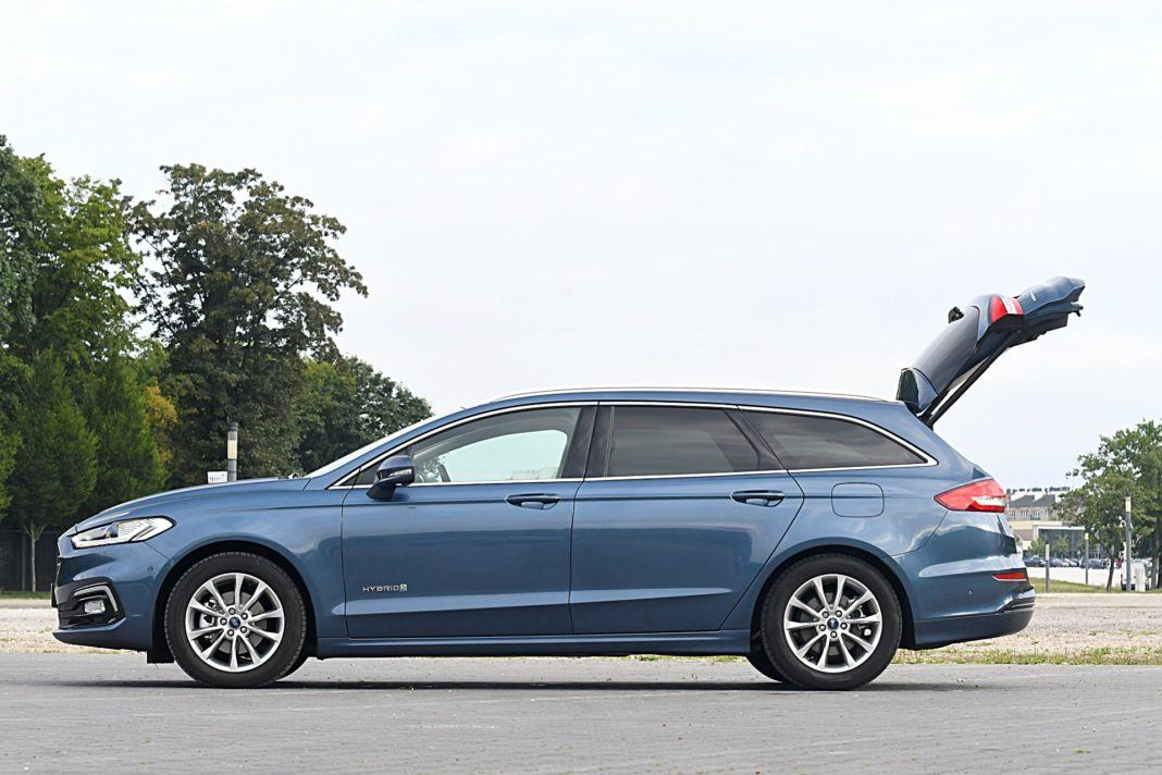 Ford Mondeo Kombi Hybrid – bok bagażnik