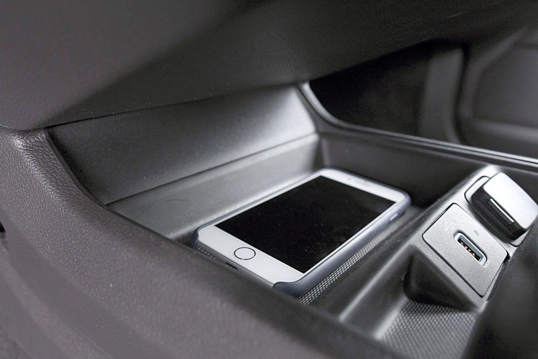 Ford Mondeo Kombi Hybrid – schowek