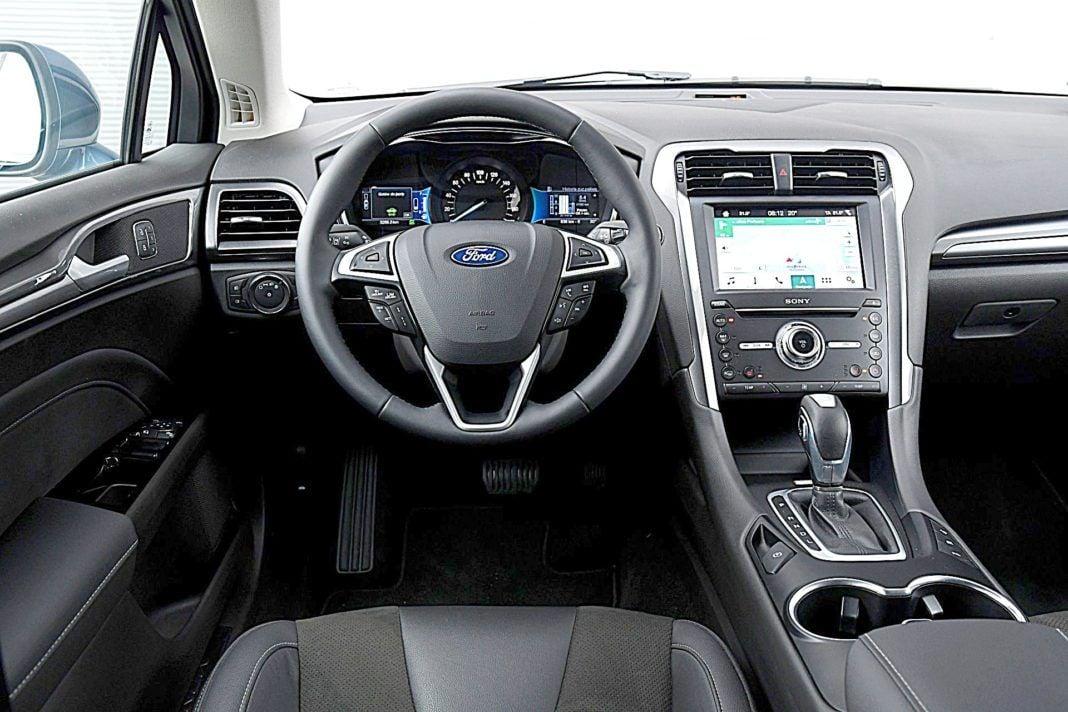 Ford Mondeo Kombi Hybrid – deska rozdzielcza