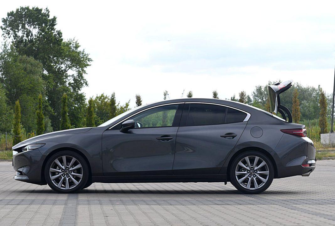 Mazda 3 Sedan – bok bagażnik