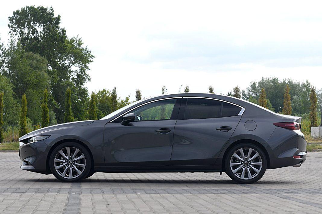 Mazda 3 Sedan – bok