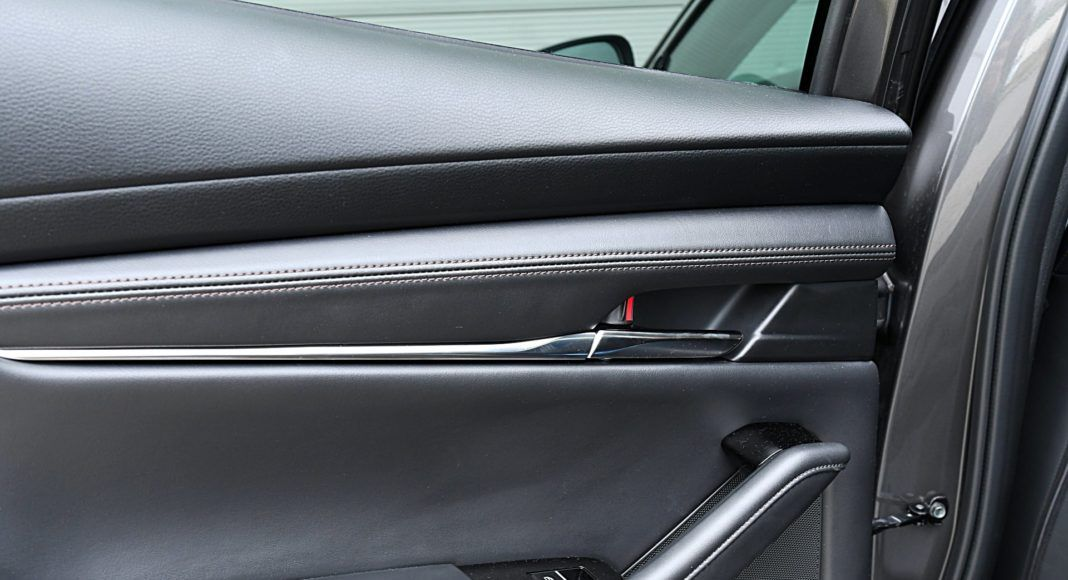 Mazda 3 Sedan – boczki drzwiowe