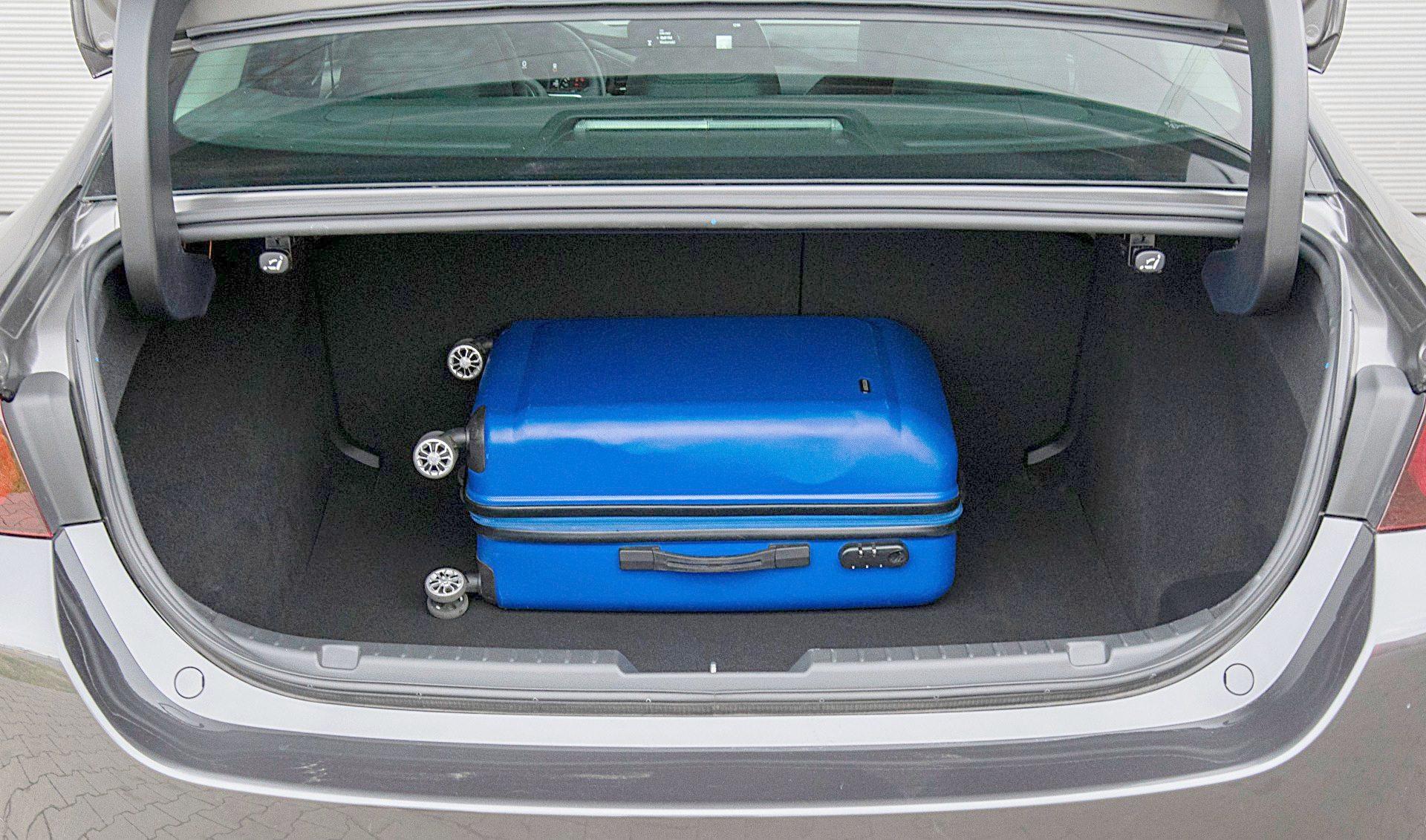 Mazda 3 Sedan bagażnik