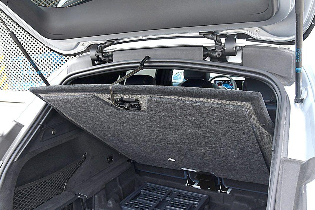 Mercedes EQC 400 4Matic – podwieszanie podłogi