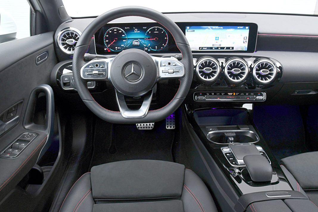 Mercedes klasy A Limuzyna – deska rozdzielcza