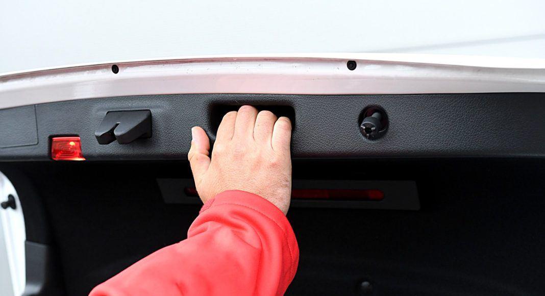 Mercedes klasy A Limuzyna – zamykanie bagażnika
