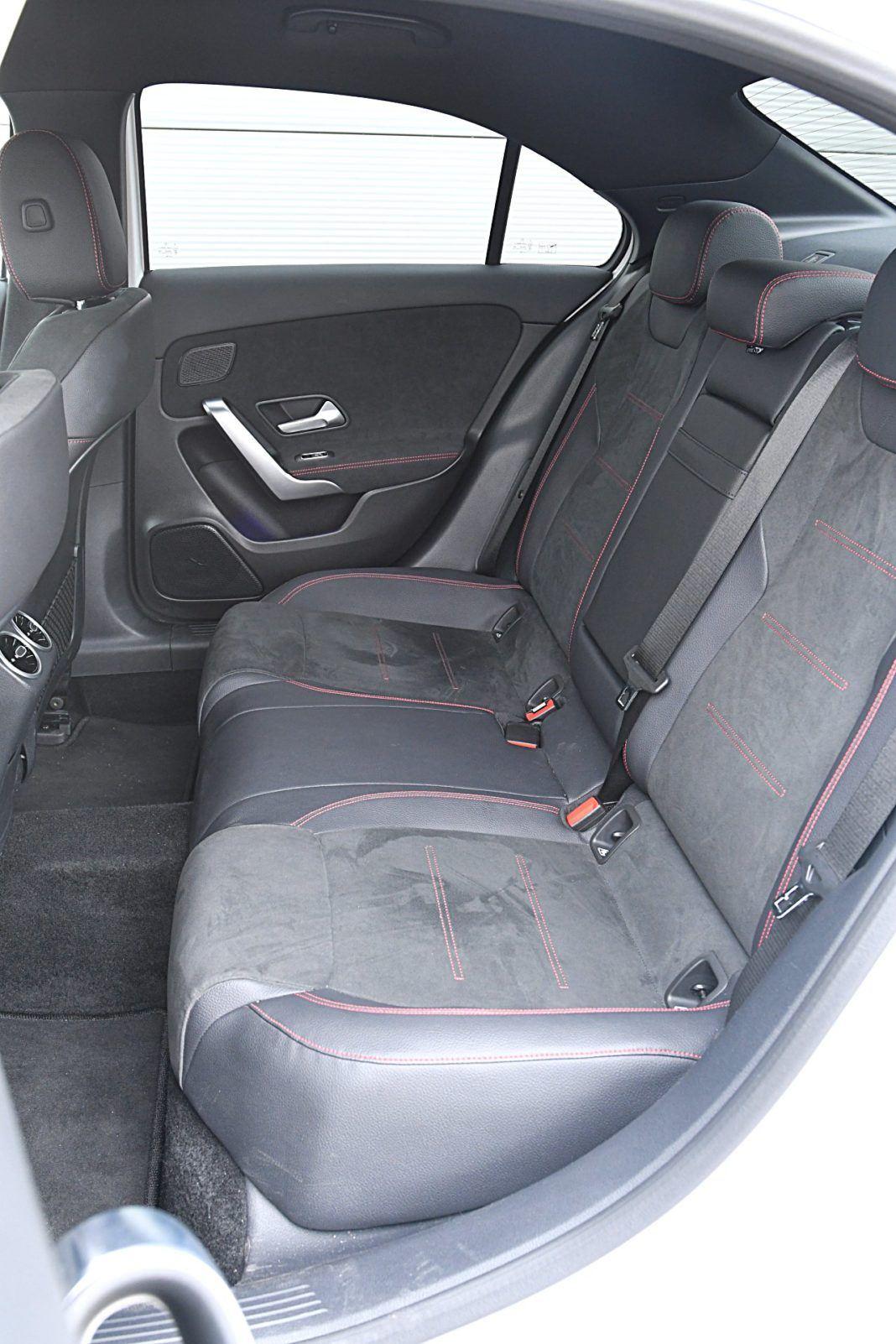 Mercedes klasy A Limuzyna – kanapa