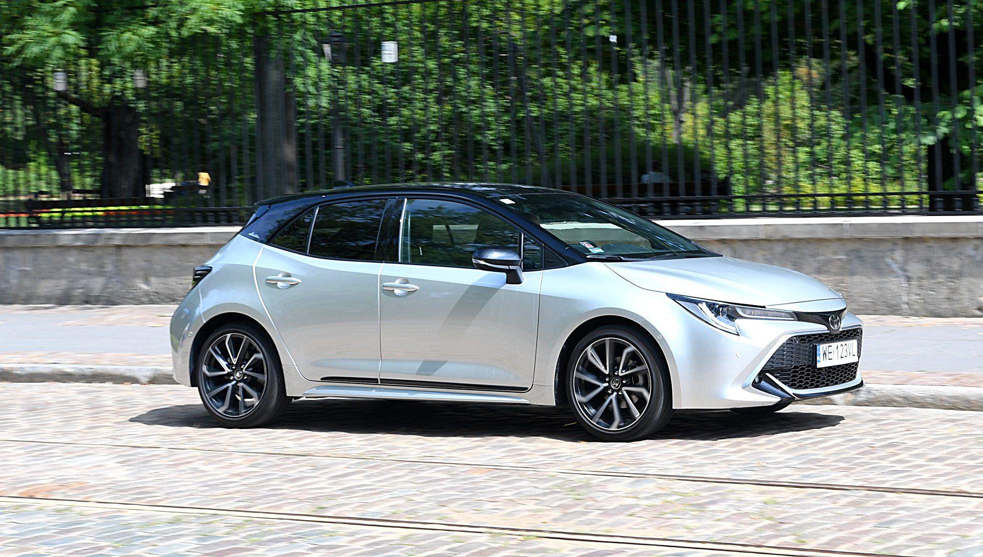 TOYOTA Corolla E21 Selection 1.2T bok