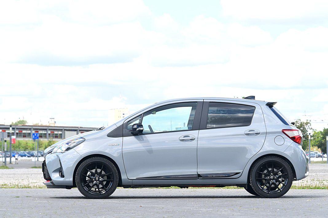 Toyota Yaris Hybrid GR Sport - bok