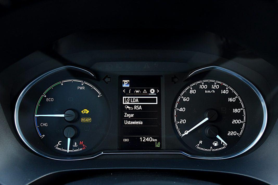 Toyota Yaris Hybrid GR Sport - wskaźniki